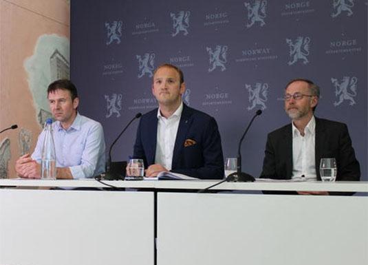 Fra pressekonferansen etter avtaleinngåelsen. F.v Lars Petter Bartnes, Jon Georg Dale og Leif Forsell. Foto: Norges Bondelag