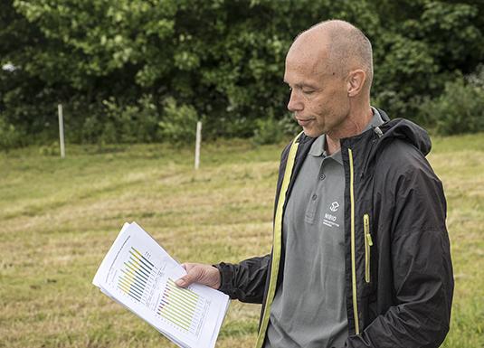 Mats Höglind, Nibio, presenterte prosjektet om gjenleggsmetodar og ugrasbekjemping.